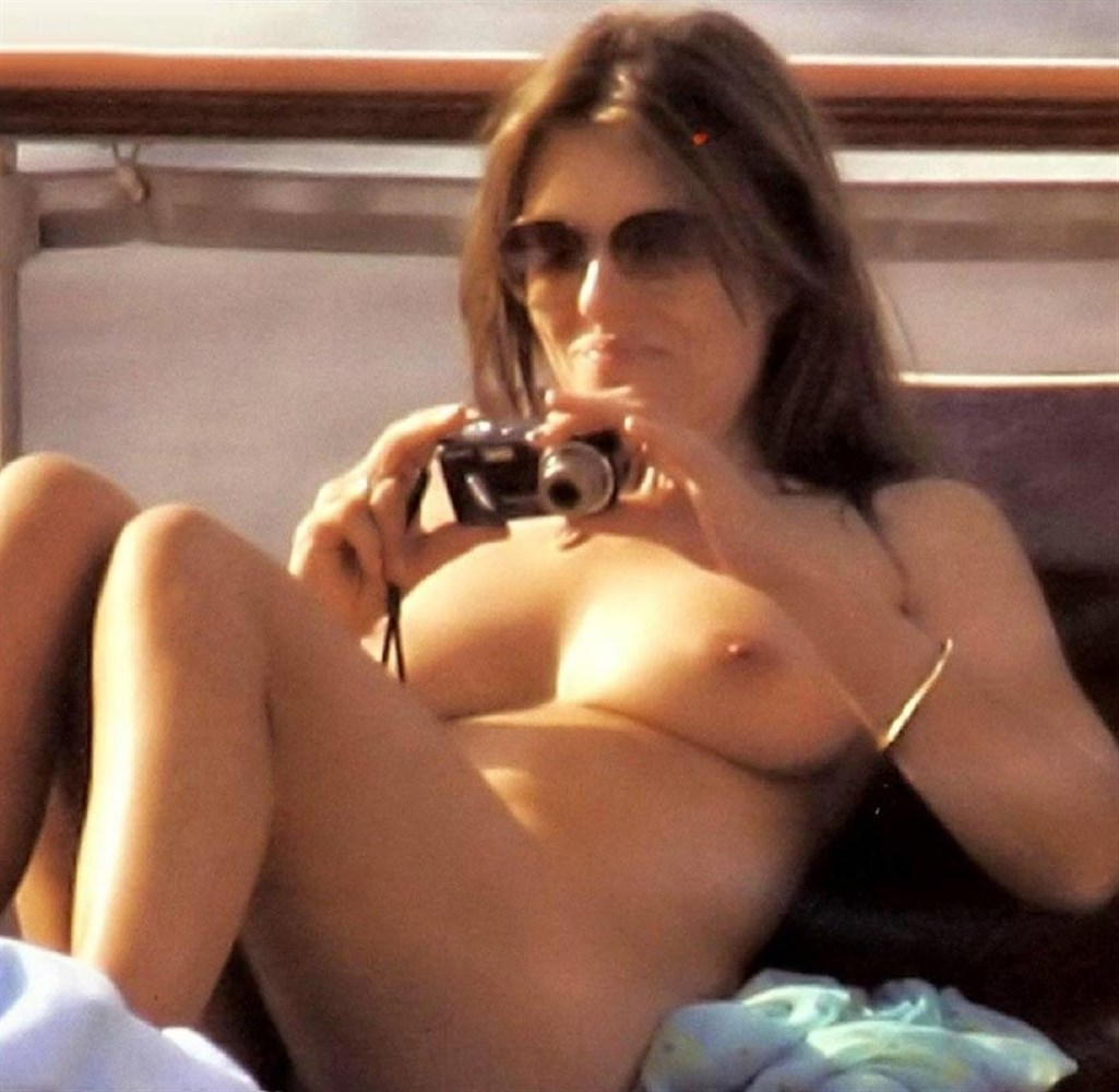 Elizabeth hurley nude video — photo 11