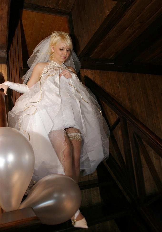 В свадебном платье трахнул, сперма на ушах видео
