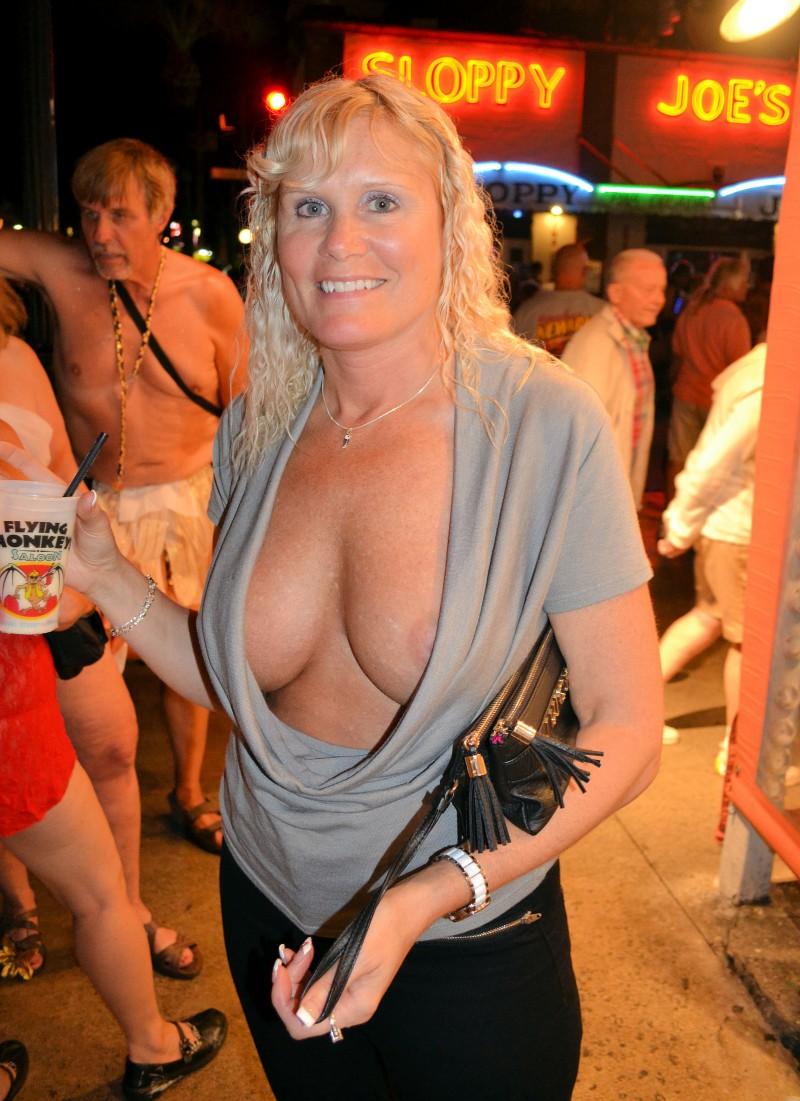 Mature cleavage pics 14