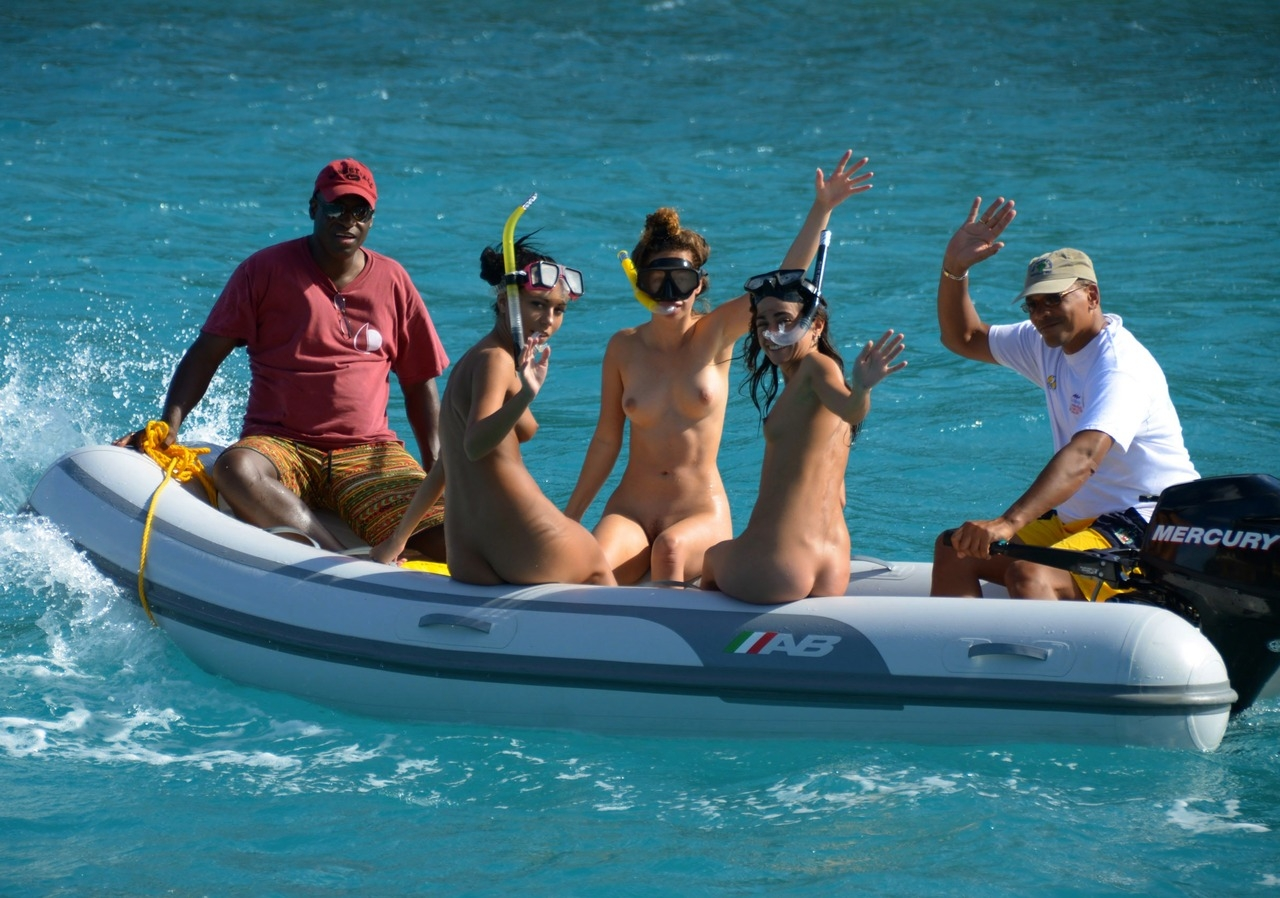 Family nude snorkeling — pic 11