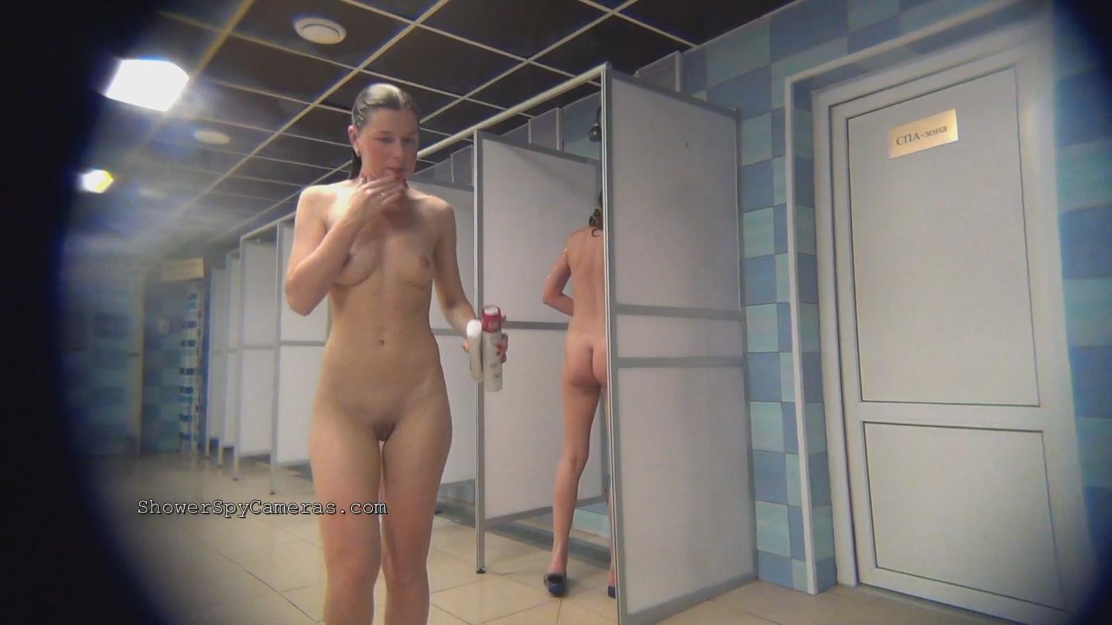 видео из женской раздевалке душевой