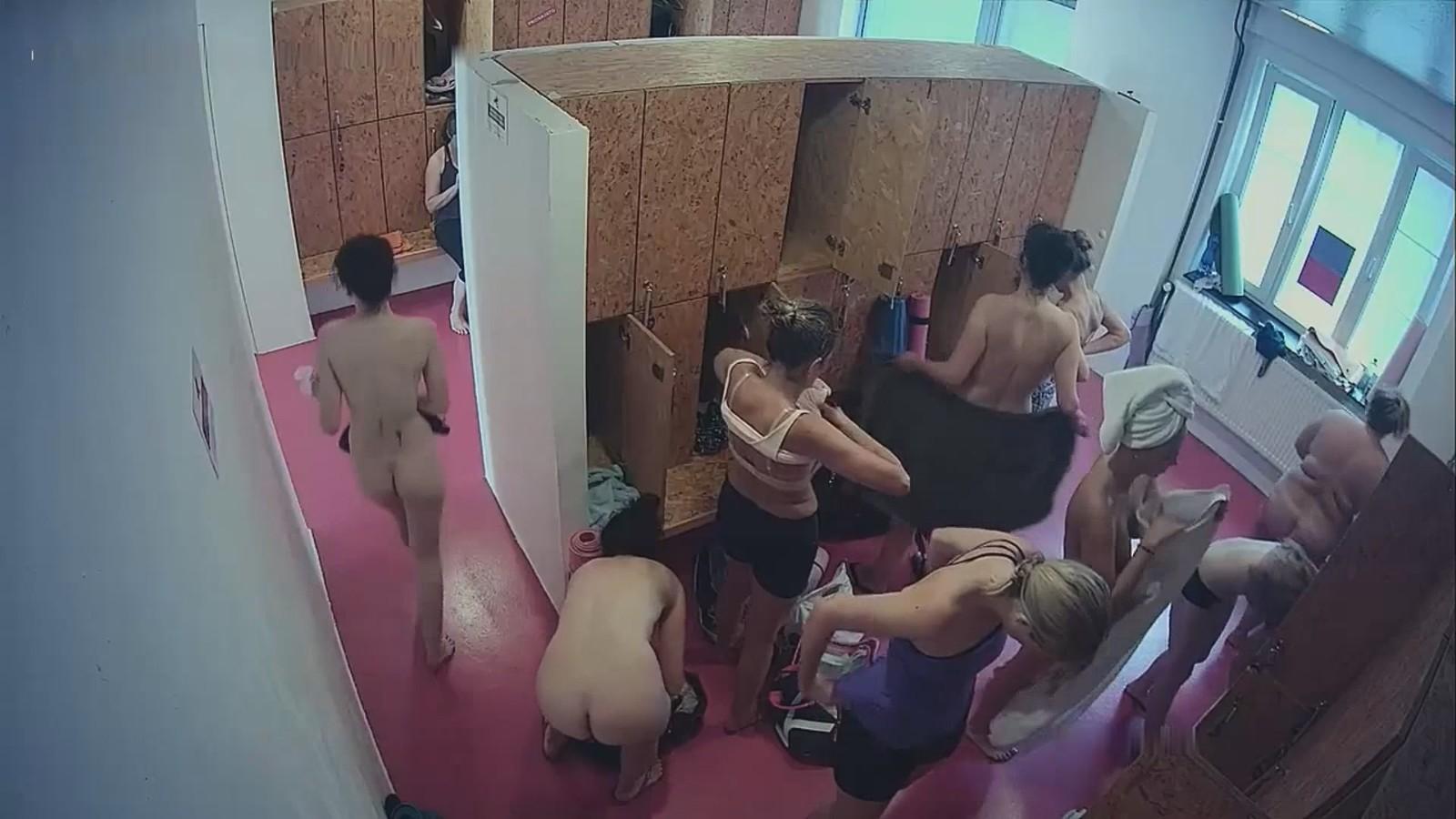 Снятое скрытая камера в женском в раздевалке фото эротика