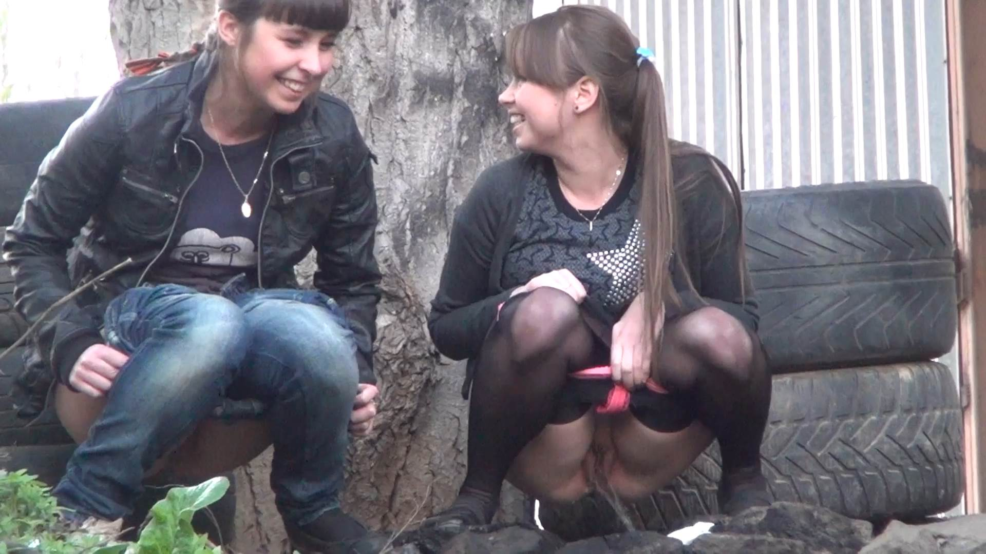 скрытая камера писающие девушки видео