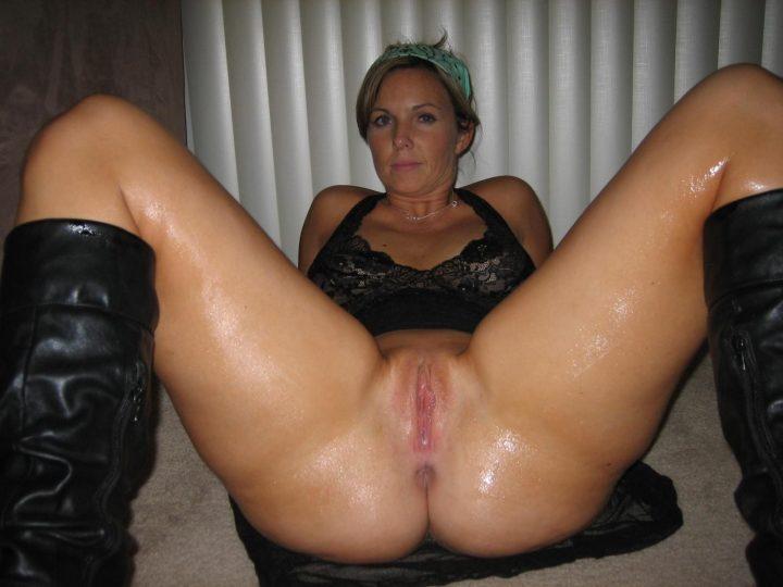 Super Horny Older Girlfriend On Action Poses Sucks Fucks tied Creampied & More!