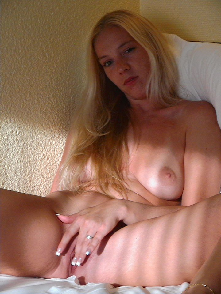 Mature Blonde Posing Sucking & Riding
